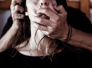 Ensaio fotográfico dramatizado sobre violência contra a mulher | Foto: Felipe Carneiro