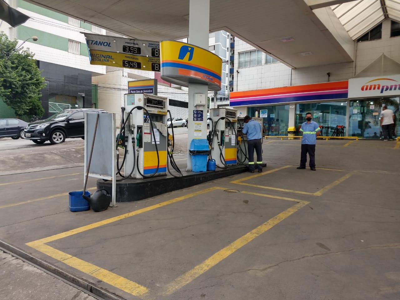 Posto na Av. 7 de Stemebro, em Divinópolis, já sem combustível