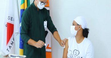 primeira vacina aplicada em Divinópolis